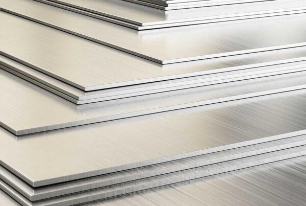 Lavorazione acciaio inox per la realizzazione di strutture personalizzate come scale, parapetti, inferriate e cancelli