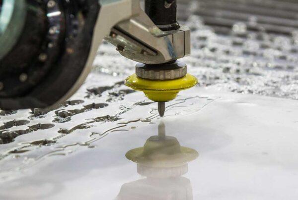 Taglio ad acqua lamiere abrasivo Waterjet | Innovativa tecnologia per il taglio di lamiere per la realizzazione di strutture personalizzate